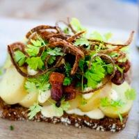 Min ultimative kartoffelmad - forår lagt på rugbrød